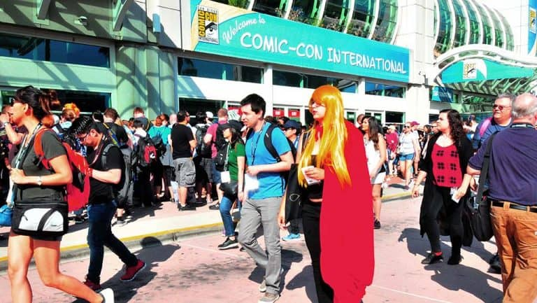 Read more about the article Fans Throng for Day 2 of Comicon
